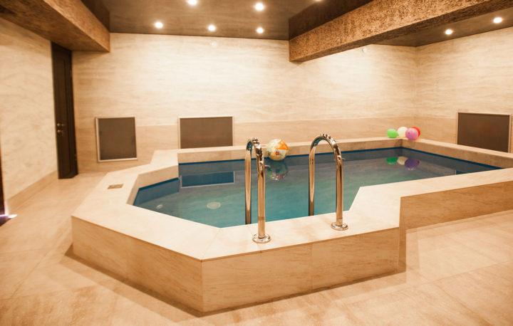 бассейн-в-гостинице